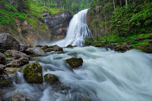 Salzkammergut「The famous Golling waterfall in spring. Schwarzbach, Gollinger Wasserfall, Golling Waterfall, Tennengau, Hallein, Salzburg, Austria.」:スマホ壁紙(17)