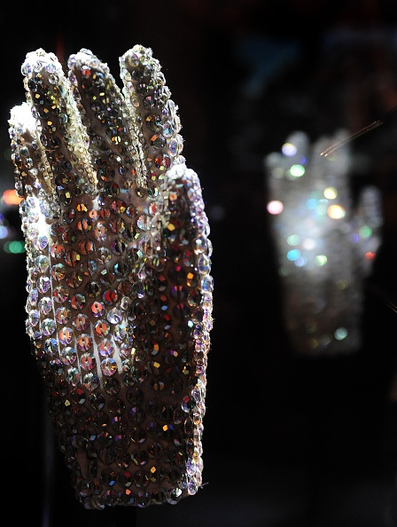 Glove「Michael Jackson: The Official Exhibition - Press Day」:写真・画像(2)[壁紙.com]