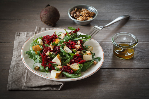 Crocus「Plate of beetroot salad with rocket and walnuts」:スマホ壁紙(1)