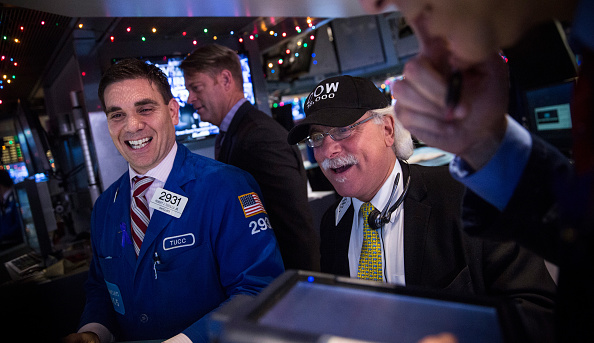 Dow Jones Industrial Average「Dow Climbs Above 18,000 For First Time On Strong GDP Figures」:写真・画像(3)[壁紙.com]