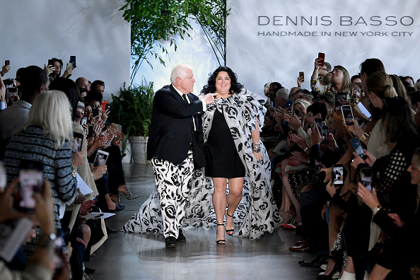 Albert Urso「Dennis Basso - Runway - September 2019 - New York Fashion Week: The Shows」:写真・画像(3)[壁紙.com]