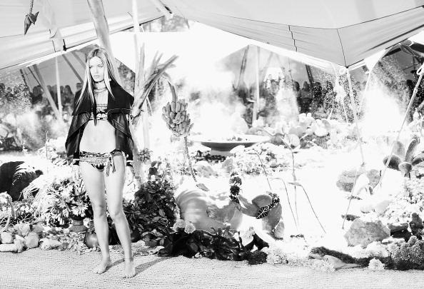 Centennial Park - Sydney「An Alternative View Of The Mercedes-Benz Fashion Week Australia Spring/Summer 2013/14」:写真・画像(9)[壁紙.com]