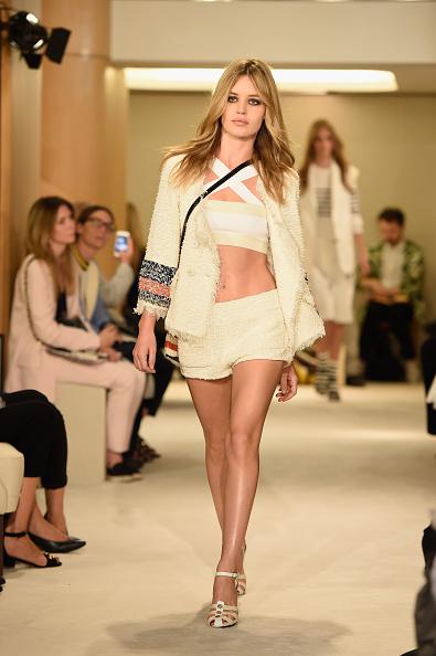 White Jacket「Sonia Rykiel : Runway - Paris Fashion Week Womenswear Spring/Summer 2015」:写真・画像(17)[壁紙.com]