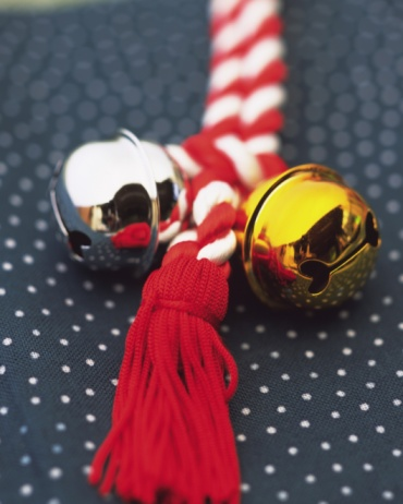 Spaghetti Straps「Gold and silver bells put on strap, high angle view, differential focus」:スマホ壁紙(3)