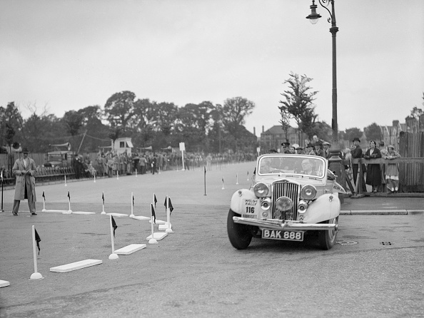 Corner「Talbot 10 drophead coupe of RM Proctor competing in the South Wales Auto Club Welsh Rally, 1937」:写真・画像(17)[壁紙.com]