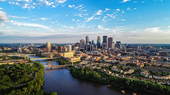 Minnesota「Minneapolis - Summer Cityscape」:スマホ壁紙(15)