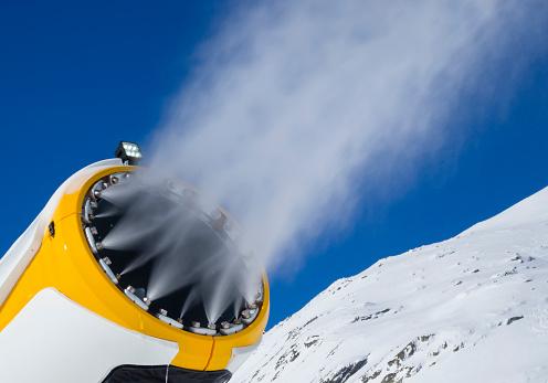 Snow Machine「snow cannon (snow gun) is spraying artificial snow onto ski slope」:スマホ壁紙(19)
