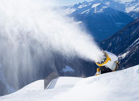Snow Machine「snow cannon (snow gun) is spraying artificial snow onto ski slope」:スマホ壁紙(11)