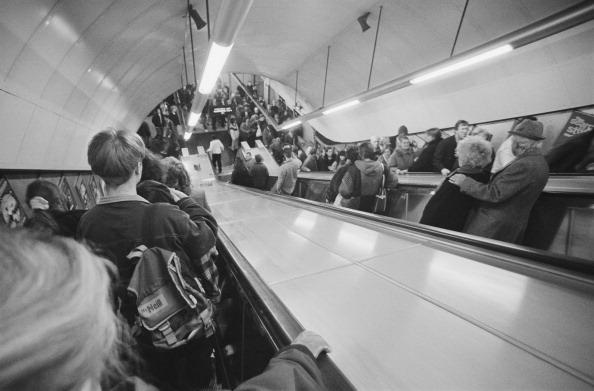 Steve Eason「Tottenham Court Road Tube Station」:写真・画像(3)[壁紙.com]