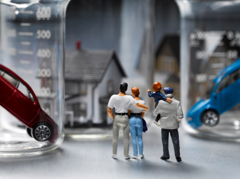 Female Likeness「Figurines with Houses and Cars」:スマホ壁紙(4)