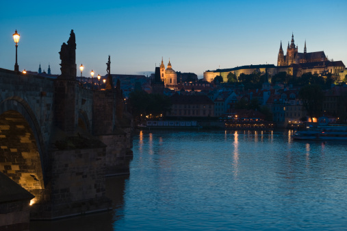St Vitus's Cathedral「River and city at night」:スマホ壁紙(4)