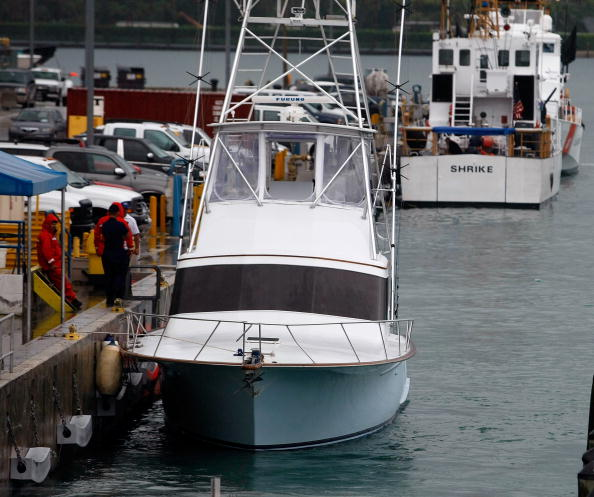 Joe Raedle「Authorities Search For Clues In South Florida Charter Boat Mystery」:写真・画像(9)[壁紙.com]