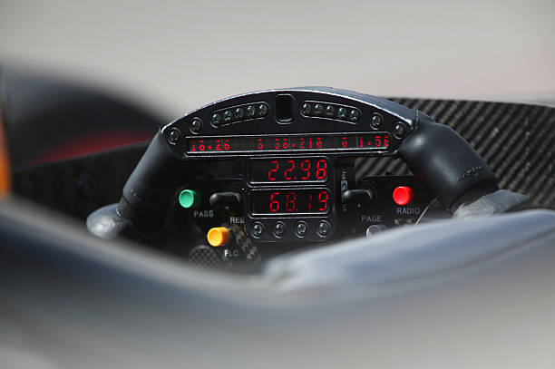 Racing car steering wheel closeup:スマホ壁紙(壁紙.com)