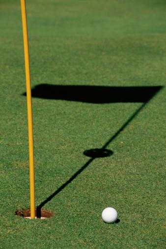 Putting - Golf「Golf ball on green」:スマホ壁紙(10)