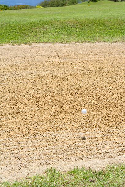 Golf Ball Over Bunker:スマホ壁紙(壁紙.com)
