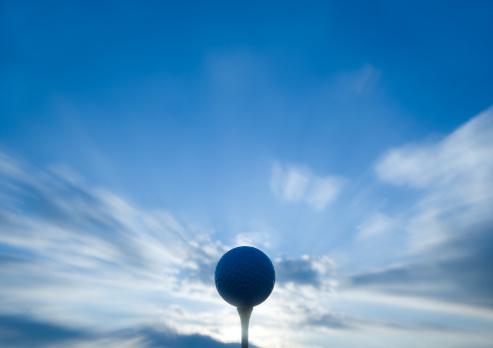 Golf Ball「Golf ball on tee, close-up」:スマホ壁紙(17)