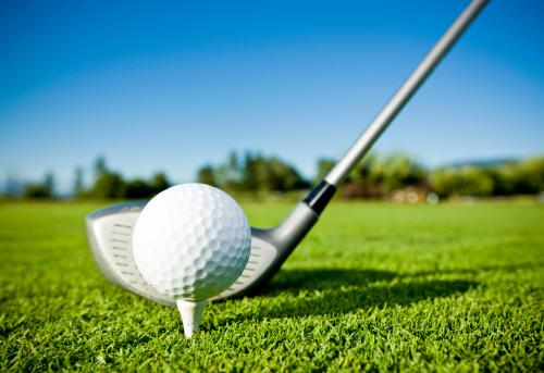 ゴルフ「ゴルフボールの T シャツ&ゴルフクラブでゴルフコース」:スマホ壁紙(2)