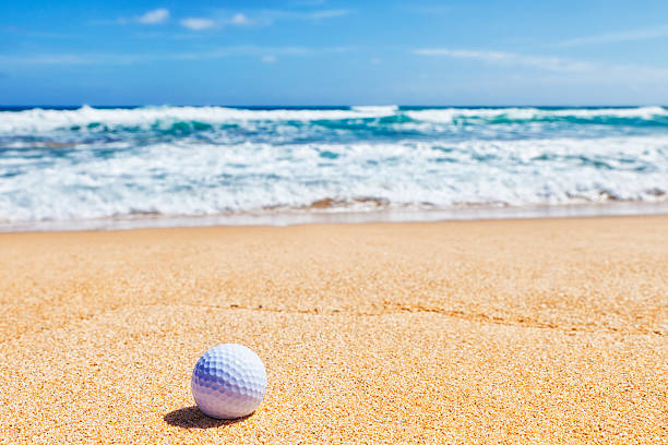 Golf Ball on Beach:スマホ壁紙(壁紙.com)