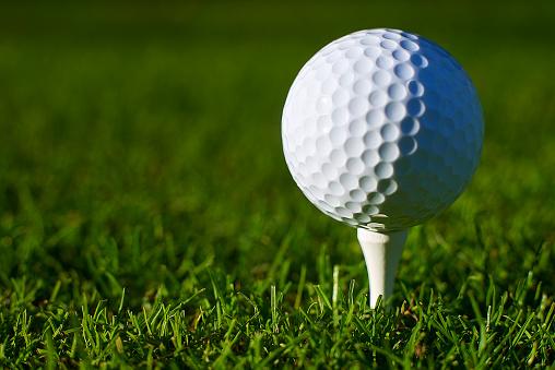 Putting - Golf「Golf ball on tee.Close-up.」:スマホ壁紙(4)
