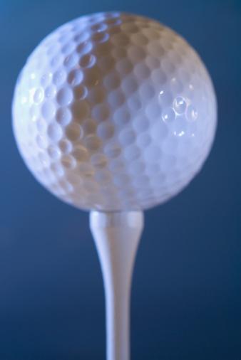 Taking a Shot - Sport「Golf ball on tee」:スマホ壁紙(5)