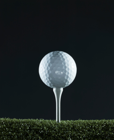 Grass Family「Golf ball on tee (surface level)」:スマホ壁紙(8)