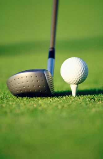 Golf Links「Golf ball on tee with driver」:スマホ壁紙(4)