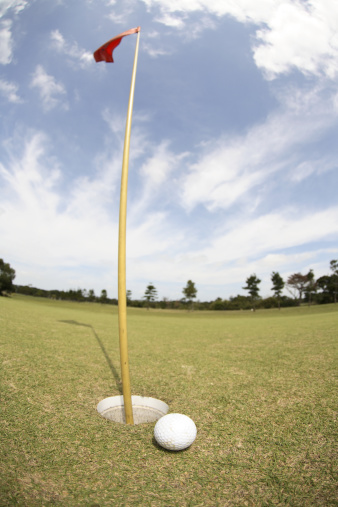 Putting - Golf「Golf ball on edge of hole」:スマホ壁紙(12)