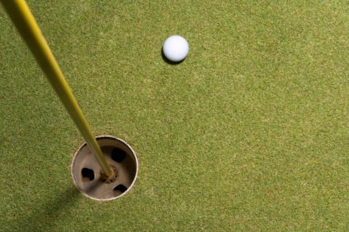 Northern Mariana Islands「Golf ball on grass, Saipan, USA 」:スマホ壁紙(2)