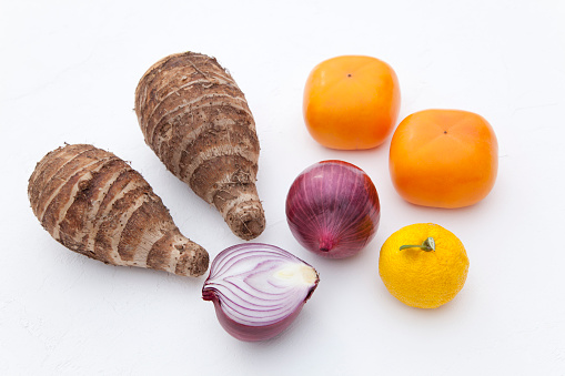 柿「Red Onions, Fruits and Taro」:スマホ壁紙(1)