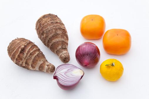 柿「Red Onions, Fruits and Taro」:スマホ壁紙(19)