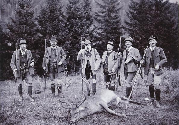皇帝「Emperor Franz Joseph I At Hunting In Mitterweissenbach (Bad Ischl). 1912. Photograph By Josef Pollanschütz / Ebensee.」:写真・画像(6)[壁紙.com]