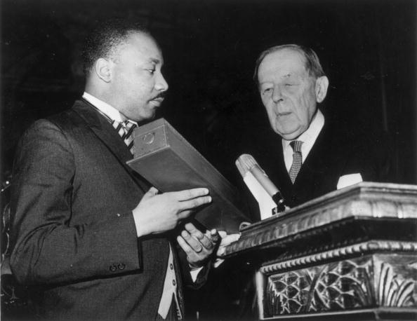 Receiving「Martin Luther King Receives Nobel Peace Prize」:写真・画像(2)[壁紙.com]