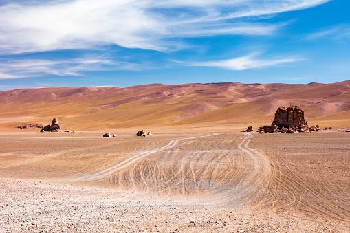 アタカマ「Monjes de Pacana rock formation in Los Flamencos National Reserve at the Atacama desert, Chile, January 18, 2018」:スマホ壁紙(10)