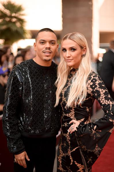アシュリー・シンプソン「2018 Billboard Music Awards - Red Carpet」:写真・画像(1)[壁紙.com]