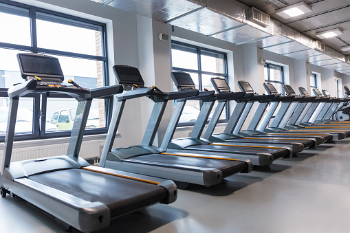 Leisure Facilities「Row of treadmills in a gym」:スマホ壁紙(3)