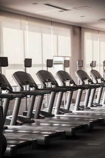 スポーツ用品「Row of treadmills.」:スマホ壁紙(7)