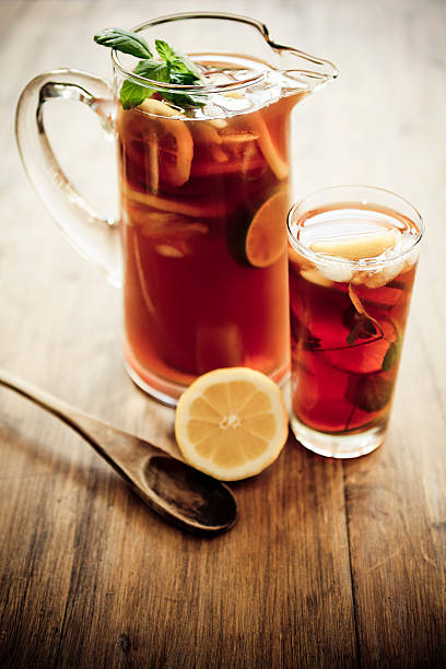 Artistic photo of a pitcher and glass of iced tea:スマホ壁紙(壁紙.com)