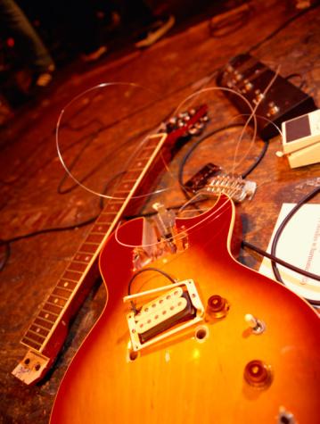Rock Music「Smashed guitar on stage」:スマホ壁紙(1)