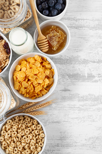 Plank - Timber「Cornflakes and Breakfast Cereals on White Wooden Background」:スマホ壁紙(7)