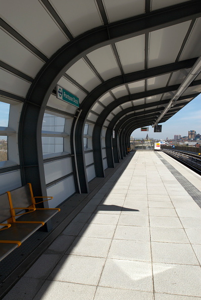 Sunny「Pontoon Dock DLR station, East London, UK」:写真・画像(9)[壁紙.com]