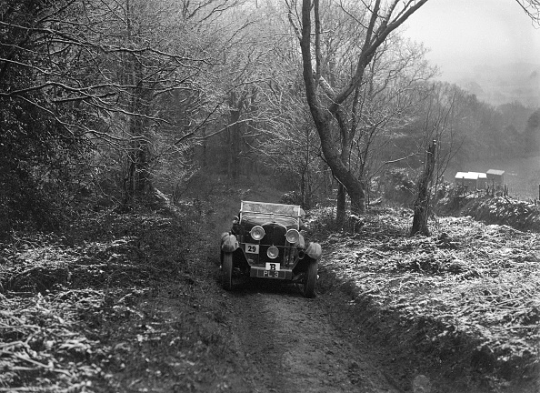 Country Road「1930 Talbot 90 tourer taking part in a motoring trial, late 1930s」:写真・画像(16)[壁紙.com]