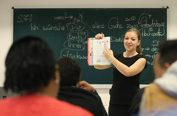 Germany「Migrants Seeking Asylum Learn German」:写真・画像(1)[壁紙.com]