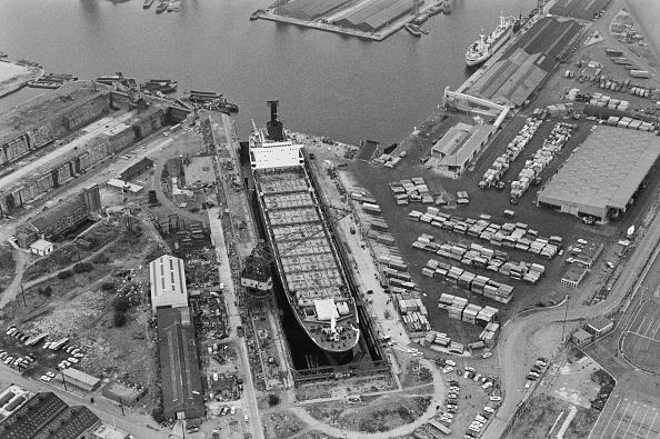 Victor Blackman「Tilbury Docks」:写真・画像(3)[壁紙.com]