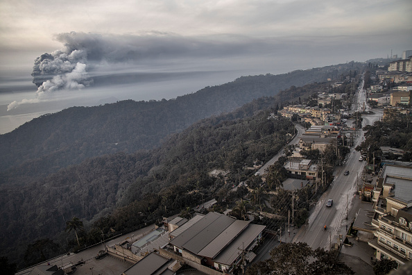 Philippines「Taal Volcano Erupts In The Philippines」:写真・画像(4)[壁紙.com]