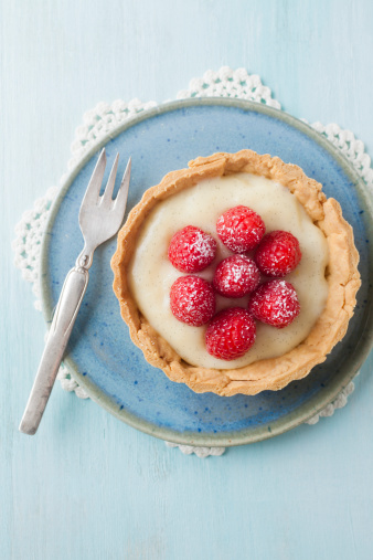 Sweets「Plate of raspberry tart, close up」:スマホ壁紙(7)