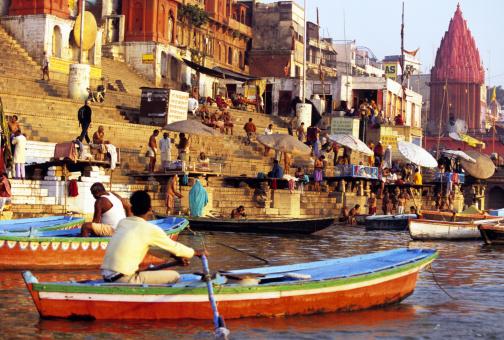 Cremation「Offering on the Ganges, Varanasi, India」:スマホ壁紙(12)