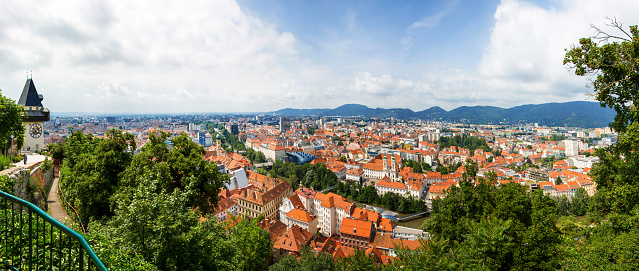Graz「Old Town skyline and Mur River, Graz, Styria, Austria」:スマホ壁紙(7)
