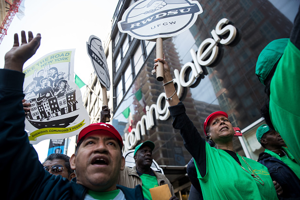 Drew Angerer「Unionized Bloomingdale's Workers Rally For New Contract At NYC Store」:写真・画像(17)[壁紙.com]