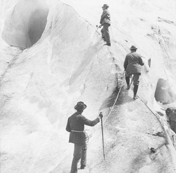ボッソン氷河「Ascending Bosson Glacier」:写真・画像(0)[壁紙.com]