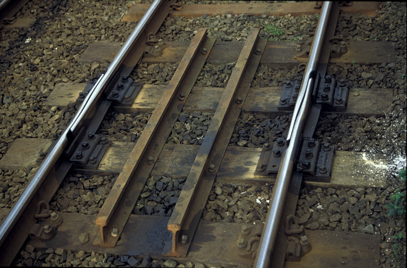 Buckle「Expansion gap to prevent buckling of the track in hot weather. C 2000」:写真・画像(0)[壁紙.com]